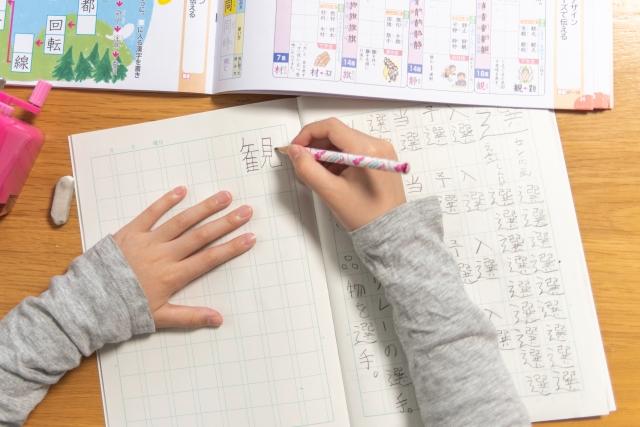 【小2】夏休み前の懇談会!宿題チェックのポイント-漢字と作文と音読-